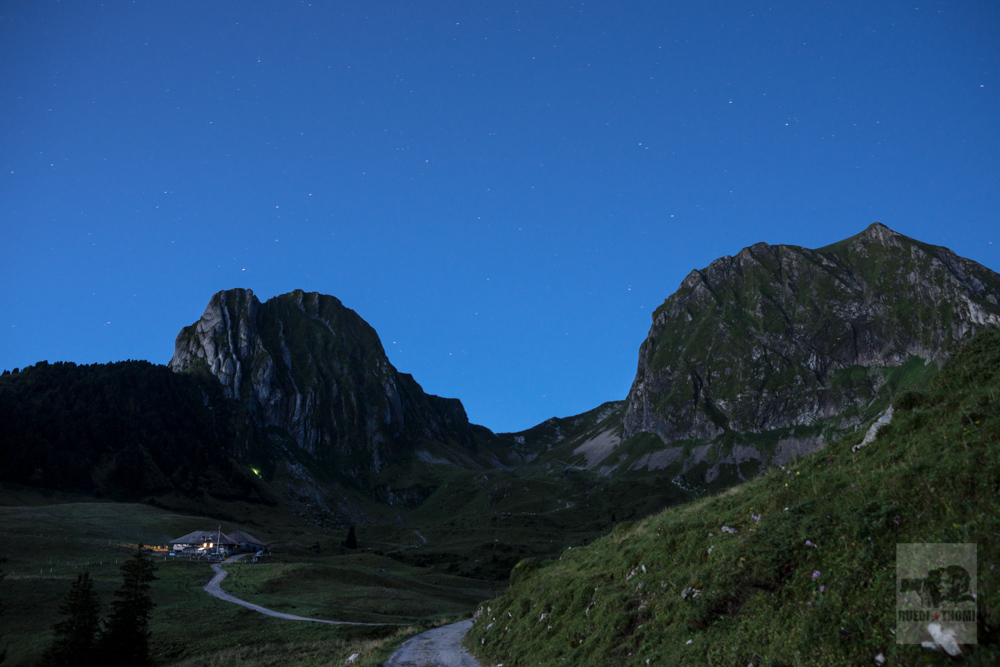 Alp Obernnuenenen, blaue Stunde