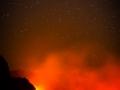 Lavafluss in der Nacht