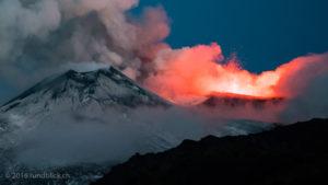 Ausbruch des Voragine Kraters